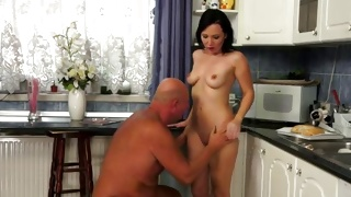 Hot bitchy girl gets her sucked off on the kitchen