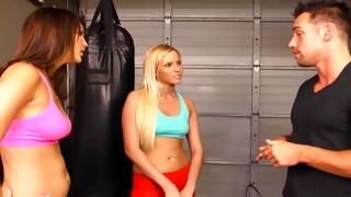 Juicy blondie is boxing looks kinky hot