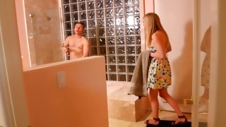 Blondie wishes join dude in the shower