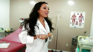 Chinese seductive doc is going to undress in the ward