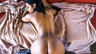 Aaliyah Grey shakes that ass on a raw cock